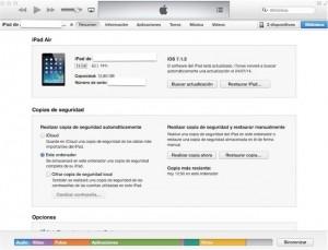 Conectamos el iPhone iPad o iPod al ordenador con cable y el iTunes encendido